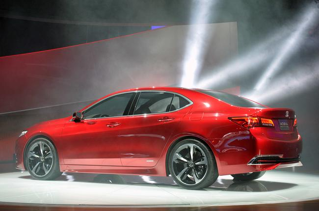 Acura TLX обладает строгим, немного агрессивным дизайном