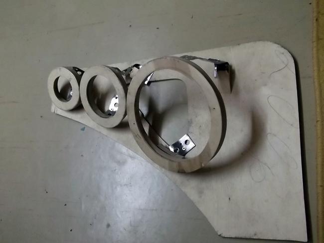Первичную раму подиума вырезают из фанеры