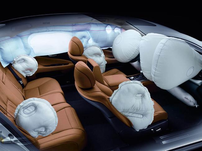 В современных авто есть много подушек безопасности