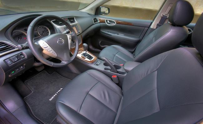 Nissan Sentra в дорогой комплектации обладает кожаным салоном