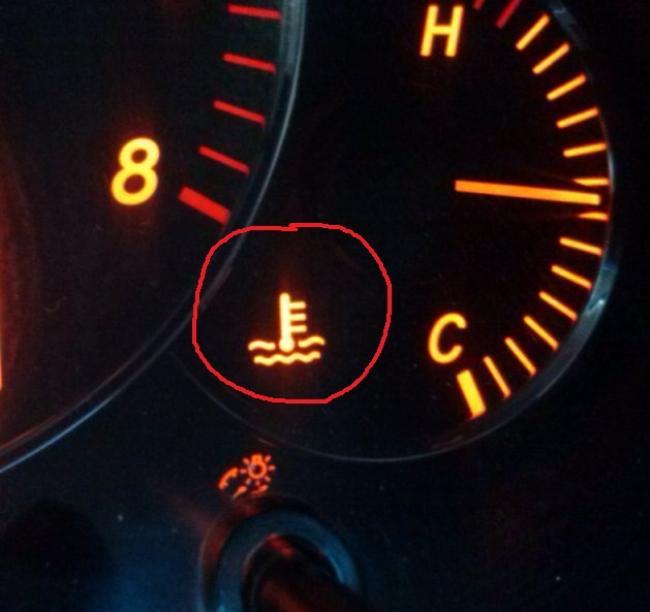 Лампа температуры может гореть из-за неисправности термостата