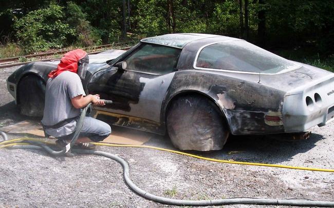 Удаление краски автомобиля при помощи пескоструйного аппарата