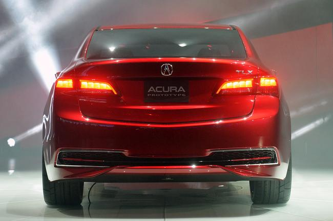 Задняя и передняя часть Acura TLX напоминают Аккорд