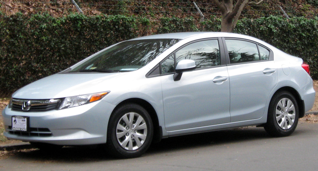 Honda Civic - очень шумное, жесткое в управлении и с не слишком качественной отделкой салона авто