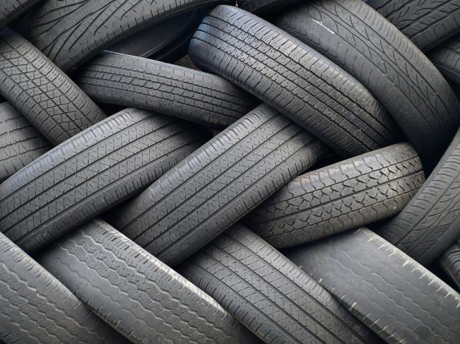 Первое, на что нужно обратить внимание при выборе шин для своего автомобиля — это размеры резины