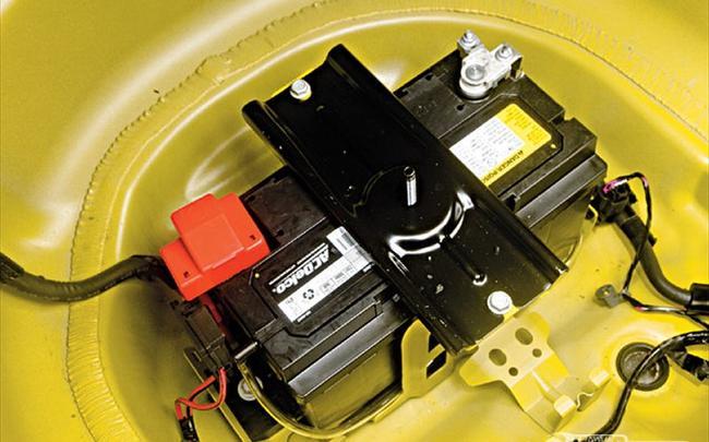 Второй аккумулятор можно заряжать прямо от бортовой сети машины