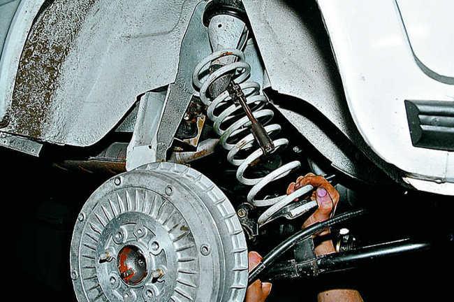 Процесс замены задних пружин - достаточно прост