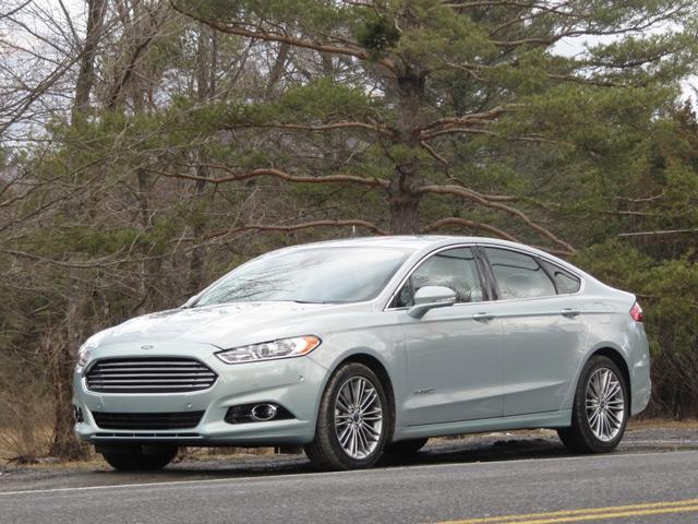 Ford Fusion Hybrid - гибридный семейный автомобиль
