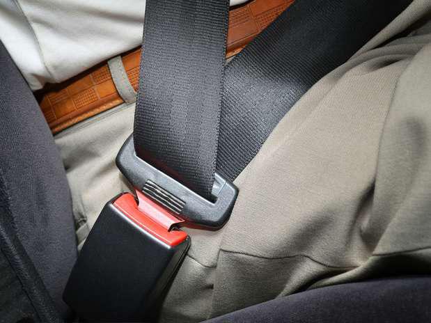 В зимнее время использование ремней безопасности - особо необходимо!