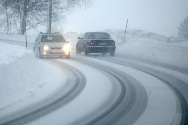 Зимняя дорога опасна и для автомобилей с передним приводом