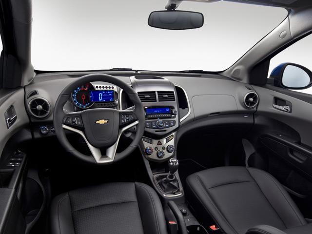В салоне автомобиля может быть множество источников запаха