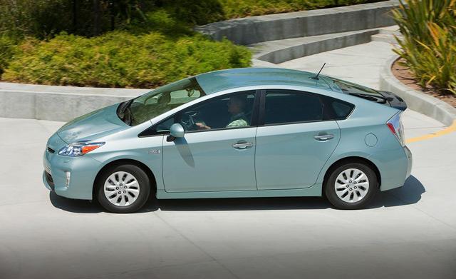 Новый гибридный Toyota Prius – один из автомобилей, значительно повлиявший на объём реализации компании