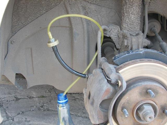 Частота замены тормозной жидкости зависит от нескольких факторов