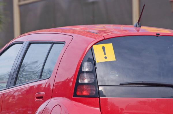 Использовать или нет знак «Начинающий водитель» - решать самому автовладельцу