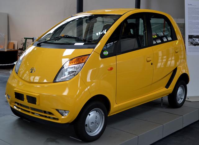 АвтомобильTata Nano
