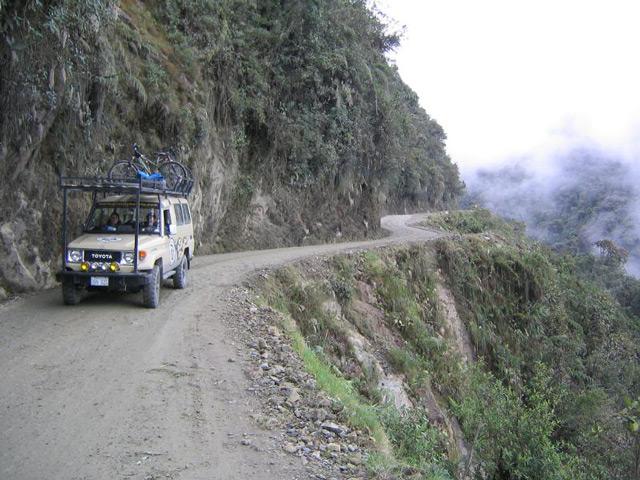 Некоторые дороги в мире забирают сотни жизней в год