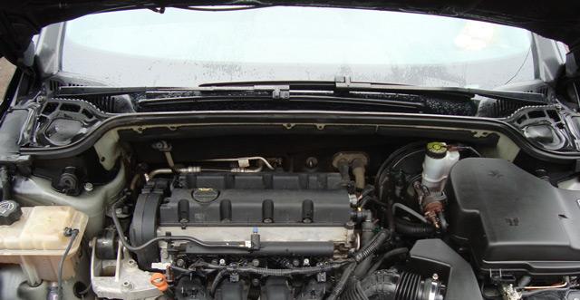 В моторном отсеке может быть немало источников шума