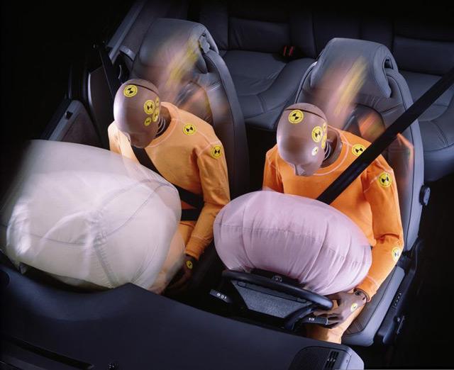 Подушки безопасности и ремень взаимодополняют друг друга по функциональности