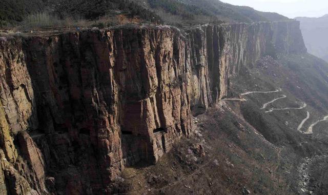 Второе место рейтинга самых опасных дорог занимает тоннельГолиян