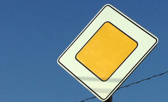 """Знак """"Главная дорога"""" нельзя спутать с каким-то другим"""
