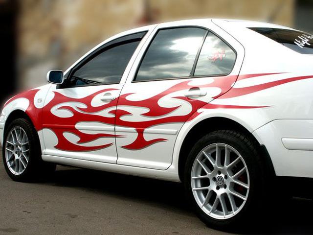 Автомобиль с наклейками
