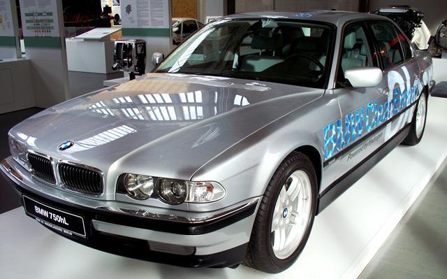 АвтомобильBMW 750hL