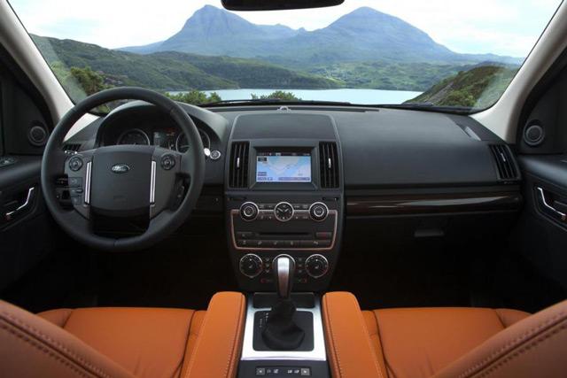 В салоне автомобиляLand Rover Freelander 2