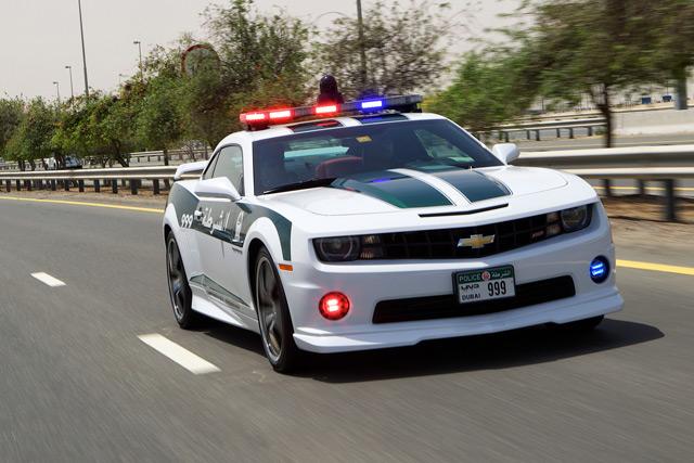 Одна из достопримечательностей Дубаи - это полицейские машины
