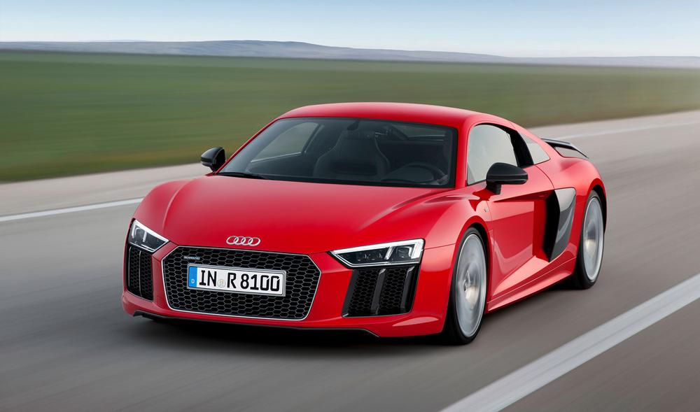 Audi R8 красного цвета