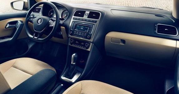 Панель приборов автосредства и новый руль