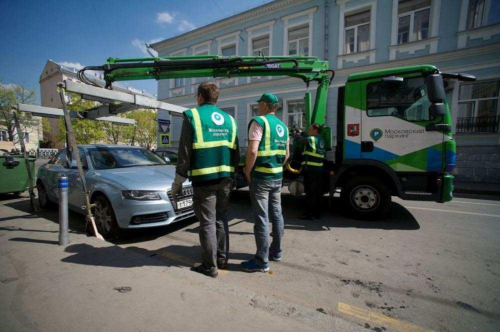 Эвакуация припаркованного с нарушениями автомобиля