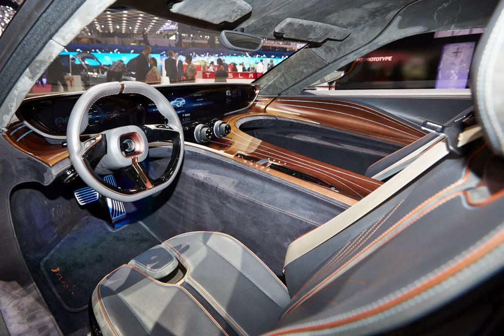 Футуристический вид внутри автомобиля