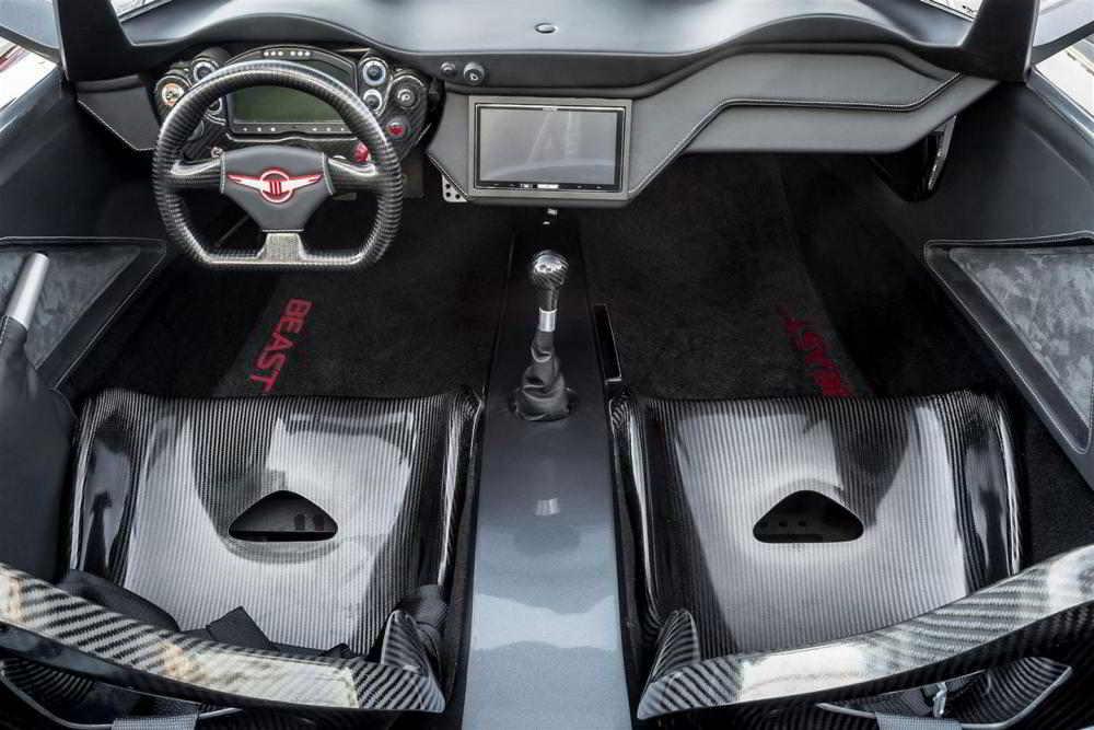 Интерьер автомобиля Rezvani Beast