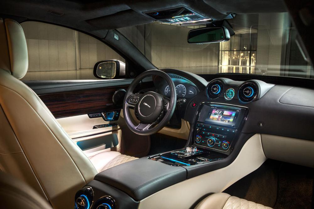 Новая информационно-развлекательная система InControl Touch Pro в интерьере авто