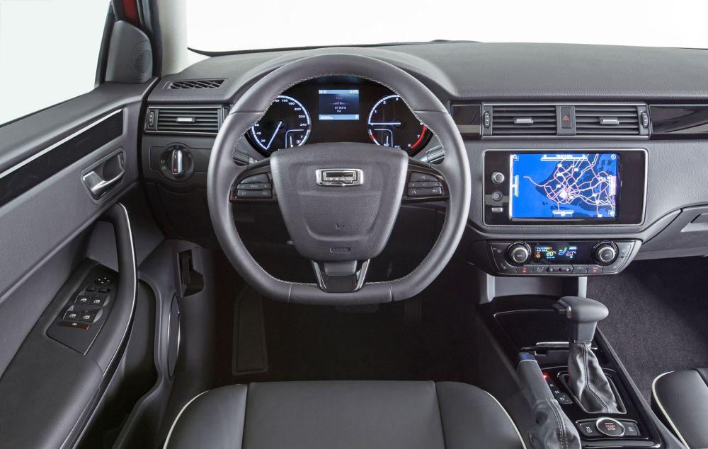 Передняя панель и руль