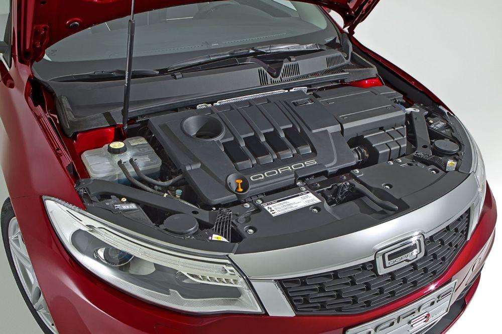 Двигатель под капотом модели