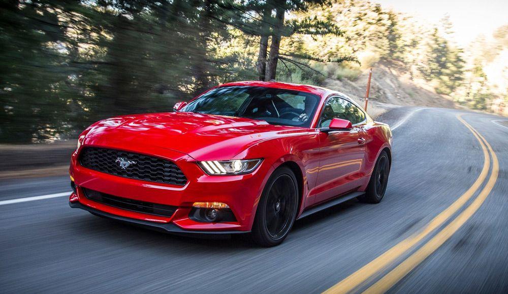 АвтомобильFord Mustang