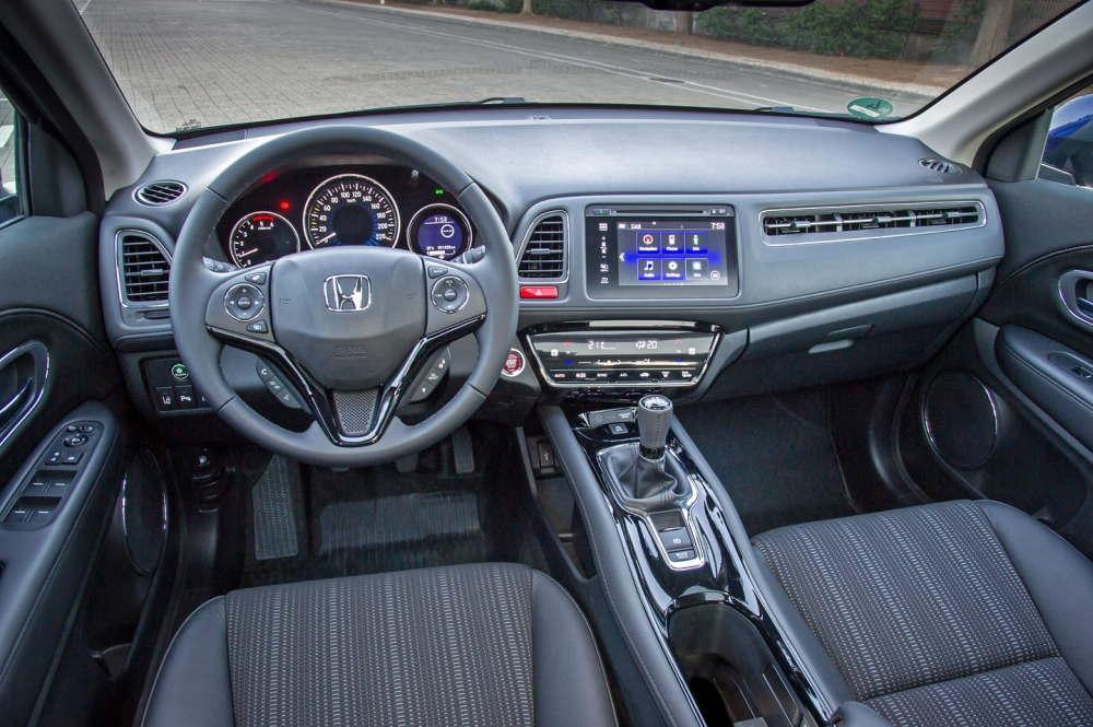 Дизайн и комплектация передней панели автомобиля Honda HR-V