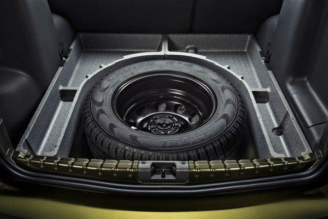 Запасное колесо удобно помещается в багажном отсеке
