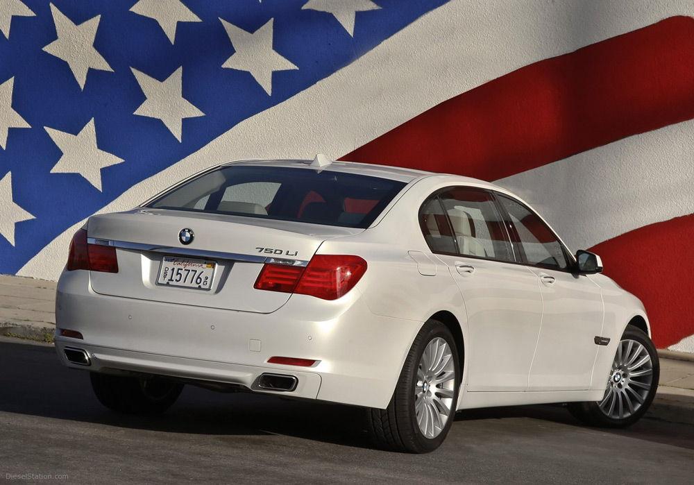 Автомобиль и флаг США
