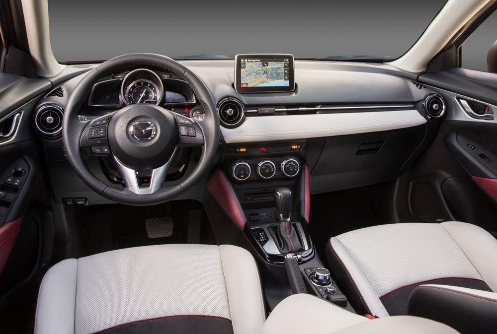 В салоне автомобиляMazda CX-3