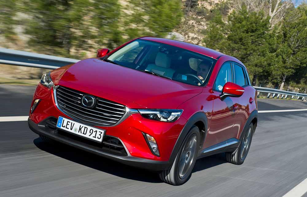 Mazda CX-3 красного цвета