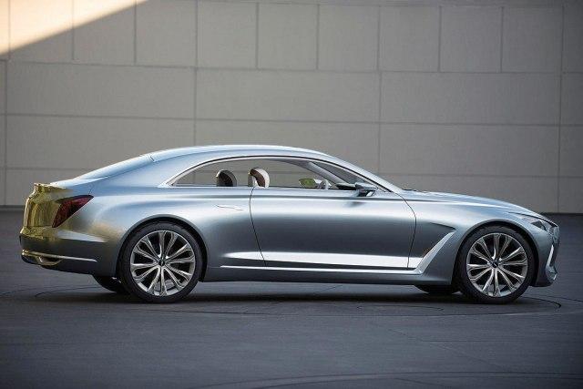Невысокий силуэт и длинный капот демонстрируют динамику автомобиля