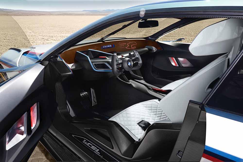 Сиденья анатомически повторяют форму тела водителя
