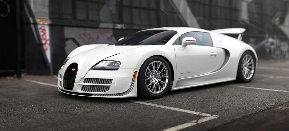 Версия Супер Спорт белого цвета является последним выпущенным в кузове купе