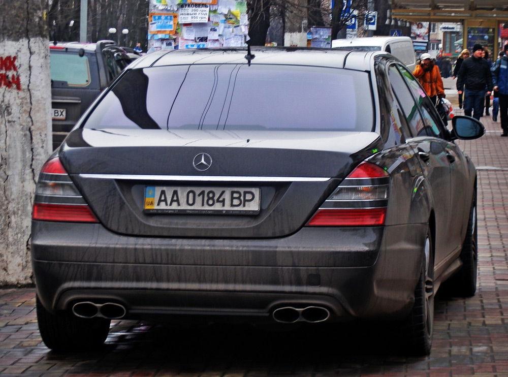 Автомобиль с украинскими номерами