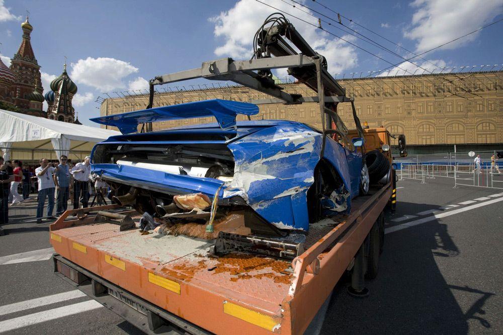Разбитый Bugatti EB110