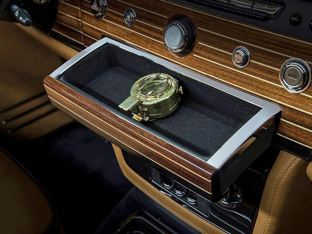 Отличительная особенность Nautica - компас в ящичке