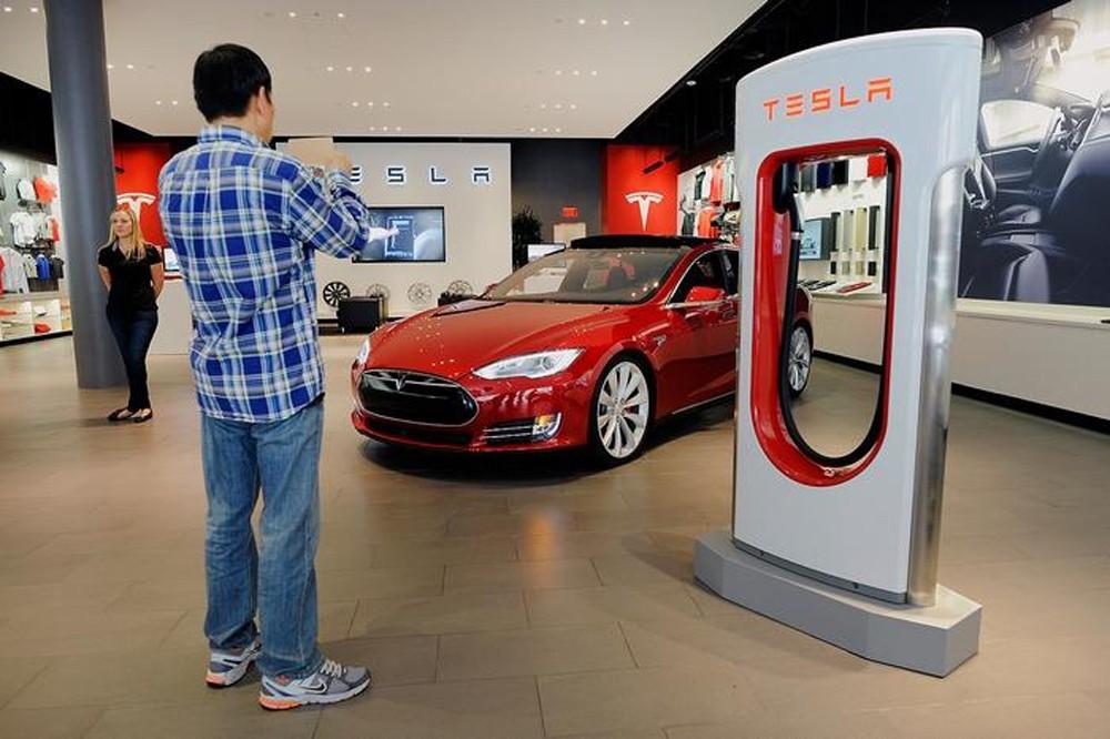 Внутри будет находиться седан, зарядное устройство и шасси с электромоторами