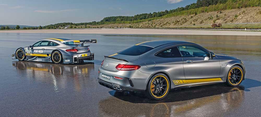 Автомобиль повторяет расцветку модели для DTM